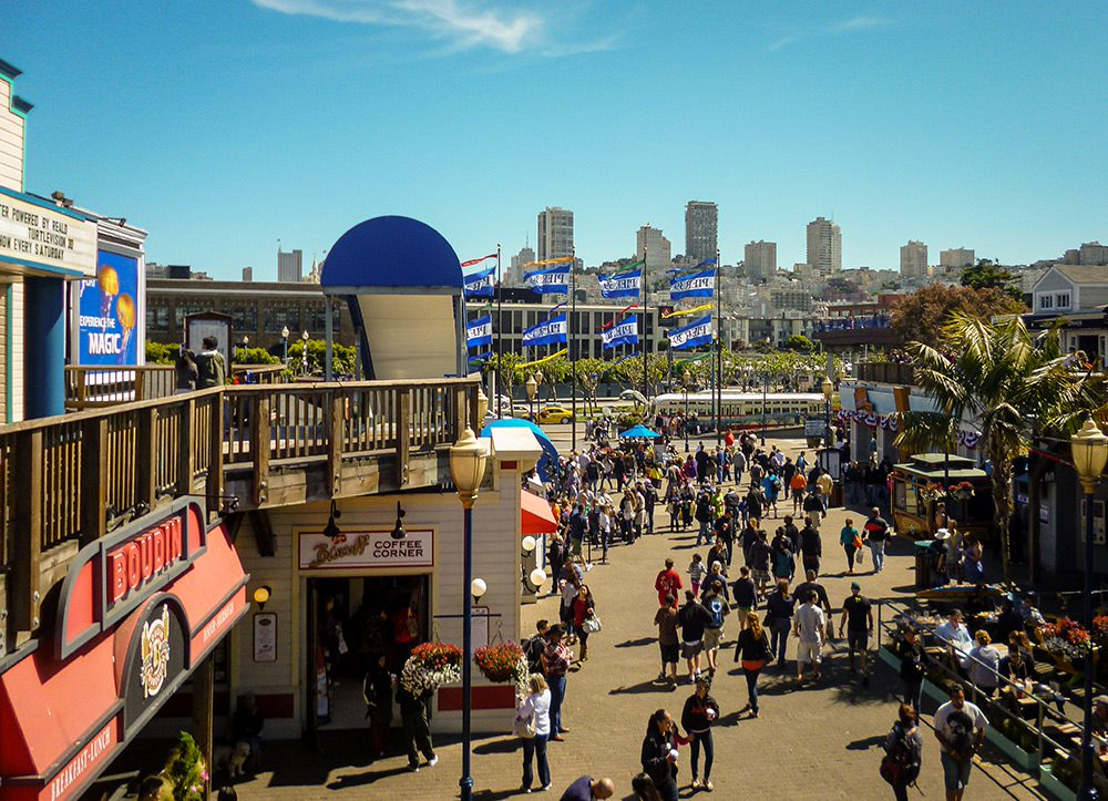crowds of people at pier 39 san francisco